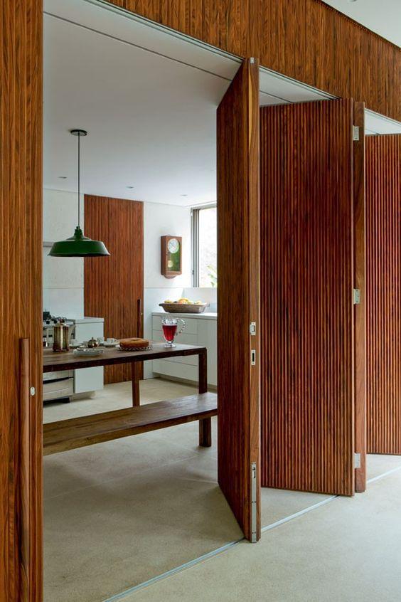 Puerta de madera safonada